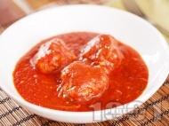 Рецепта Италиански кюфтета с телешка кайма, пармезан и рикота в доматен сос задушени в тенджера